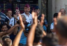 Flyktingar protesterar på den Keleti drevstationen i Budapest Fotografering för Bildbyråer