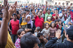 Flyktingar protesterar på den Keleti drevstationen i Budapest Royaltyfria Foton