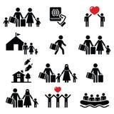 Flyktingen invandrare, familjer som kör i väg från deras landssymboler, ställde in stock illustrationer
