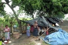 Flyktingläger av landless folk i Guatemala fotografering för bildbyråer