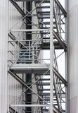 Flyktrutt via yttre metalltrappuppgång Arkivbild