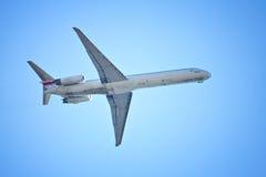Flyng Flugzeug Stockfoto