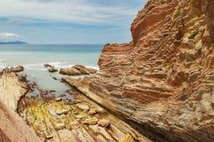 Flysch rotsvormingen in Zumaia Stock Afbeeldingen