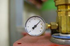 Flytande för gas för manometerklocka tekniska och olje- closeup Royaltyfria Foton