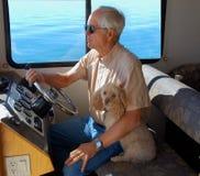 Flytande i en husbåt Arkivbild