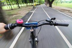 Flytta sig av att cykla Royaltyfri Fotografi