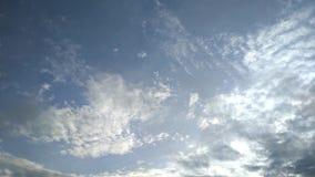 flytta sig f?r oklarhet Ljus f?r bl? himmel Landscape besk?dar stock video