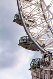 Flyttande London öga på bakgrund för blå himmel Arkivfoton
