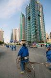 flyttas shanghai arbetare Arkivfoton