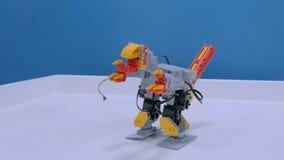 Flyttning för robotic dinosaurie för leksak rolig lager videofilmer