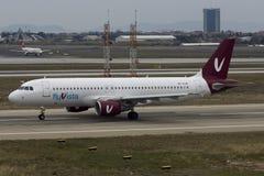 Flyvista空中客车A320辗压离开 免版税图库摄影