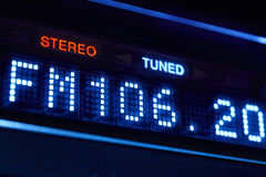 FM ραδιο επίδειξη δεκτών Στερεοφωνικός ψηφιακός σταθμός συχνότητας που συντονίζεται στοκ φωτογραφίες με δικαίωμα ελεύθερης χρήσης
