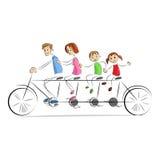 Fmaily que disfruta de paseo de la bicicleta Imagenes de archivo
