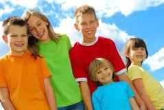 Fünf glückliche Kinder Stockbilder