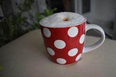 Fnoskig coffe rånar, morgoncoffe, kopplar av Royaltyfri Bild