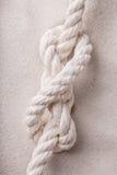 Fnuren av repet på sand Arkivbilder
