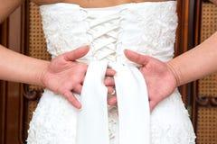 Fnuren i bröllopsklänning Arkivfoton
