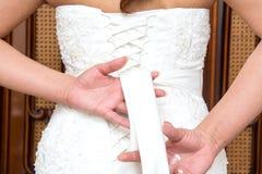 Fnuren i bröllopsklänning Fotografering för Bildbyråer