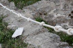 Fnuren på repet Arkivbild