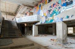 Foajé av slotten av kultur Energetik, övergiven spökstad Pripyat i zonen för Tjernobyl NPP-avlägsnande, Ukraina arkivfoto