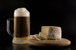 Foaming beer and cheese Royalty Free Stock Photos