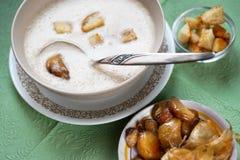 Foamy πυκνή σούπα από το ψημένο σκόρδο Στοκ Φωτογραφίες