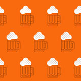 Foamy beer mug linear pattern Royalty Free Stock Photos
