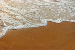 Foamy wave of warm tropical sea on beach top view Royalty Free Stock Photos