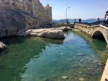 Foca κάστρο παλαιό Foca, Ιζμίρ Λόγω των σφραγίδων που επιπλέουν στη θάλασσα της πόλης, η τακτοποίηση ήταν ν Στοκ Φωτογραφίες