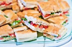 Focacce avec les tomates, le mozzarella et l'arugula frais Photographie stock