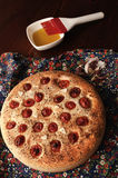 Focacce rustique avec des tomates-cerises Images stock