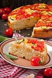Focaccia用蕃茄和大蒜 库存图片