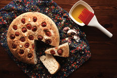 Focaccia με τις ντομάτες, το σκόρδο και oregano κερασιών Στοκ Εικόνα