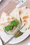 Focaccia con el pepino y la mantequilla Foto de archivo