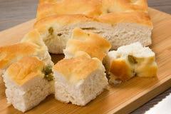 Focaccia con le olive verdi Immagini Stock