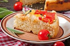 Focaccia con los tomates y el ajo Imagen de archivo libre de regalías