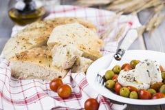 Focaccia italiana con la cipolla ed il basilico Fotografie Stock