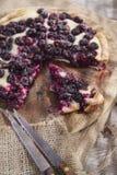 Focaccia met rode druivenaardbei stock afbeelding