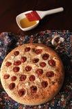 Focaccia rústico com tomates de cereja Imagens de Stock