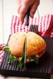 Focaccia roosterde de sandwiches van Spaanse peperarugula Stock Foto