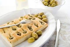 Focaccia van olijven Stock Afbeeldingen