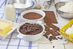 Focaccine del cioccolato di cottura Immagine Stock Libera da Diritti