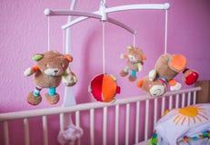Focalisation mobile animale musicale de bébé, foyer sélectif Photos stock