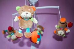 Focalisation mobile animale musicale de bébé, foyer sélectif Images stock
