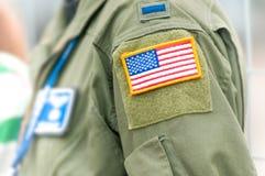 Focalize na bandeira americana no uniforme do U.S.A.F. da pessoa. Fotografia de Stock Royalty Free