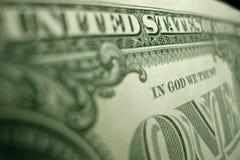 Foco bajo en la palabra 'DIOS 'en la parte de atrás de un pagaré del Tesoro de Federal Reserve fotos de archivo