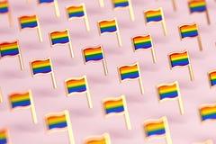 Foco borroso del primer en modelo de las banderas del arco iris LGBTQ Junio el concepto del símbolo del mes del orgullo gay en fo stock de ilustración