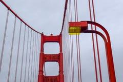 Foco da torre de golden gate bridge fotografia de stock