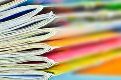 Foco de las revistas en el borde del primero plano Fotos de archivo libres de regalías
