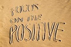 Foco en el positivo Concepto creativo de la motivación Imagen de archivo